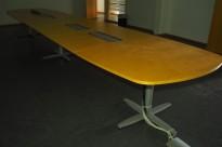 Stort møtebord Kinnarps T-serie i bjerk / grått, 600x120cm for 20-22 personer, pent brukt
