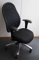 Kontorstol fra Malmstolen, modell Cpod i sort med høy rygg og armelene, sort mesh rygg, pent brukt