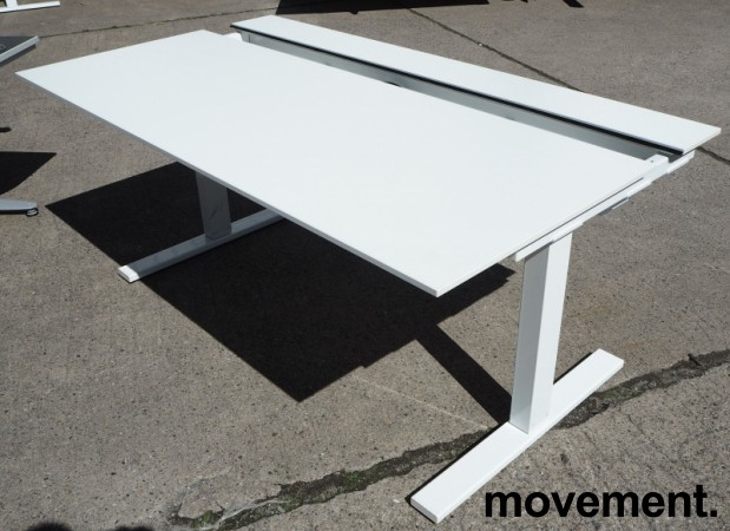 Skrivebord med elektrisk hevsenk i hvitt fra SA Møbler, modell Snitsa, 164x82cm, pent brukt bilde 2