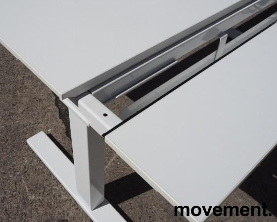 Skrivebord med elektrisk hevsenk i hvitt fra SA Møbler, modell Snitsa, 164x82cm, pent brukt bilde 3
