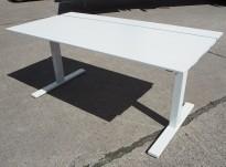 Skrivebord med elektrisk hevsenk i hvitt fra SA Møbler, modell Snitsa, 164x82cm, pent brukt
