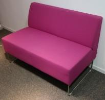 Loungesofa: VAD Pivot 2-seter sofa i rosa stoff, 113cm bredde, pent brukt