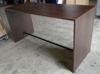Barbord / ståbord i mørkt tre, 200x80cm, høyde 105cm, brukt med noe slitasje