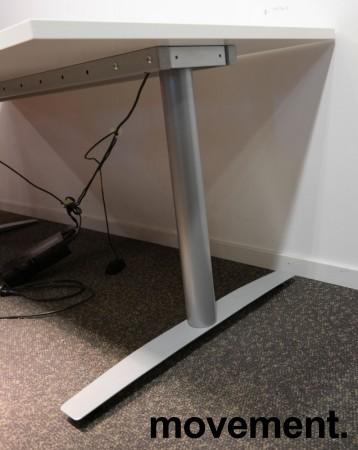 Skrivebord med elektrisk hevsenk i hvitt / grått fra Svenheim, 180x80cm, pent brukt understell med ny plate bilde 3