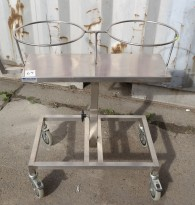 Oppvasktralle for storkjøkken / kantine i rustfritt stål, plass til bestikkbøtte og kantinebrett , pent brukt