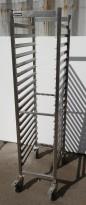 Brettralle / brettvogn med 18 hyller for kantinebrett / stekebrett, 33x55, brukt