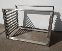 Hylle for stekebrett i rustfritt stål med 9 hyller, brettstørrelse 60x40cm, pent brukt