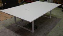 Møtebord med elektrisk hevsenk fra Vitra i hvitt, 240x140cm, modell Tyde, design: Ronan & Erwan Bouroullec, pent brukt