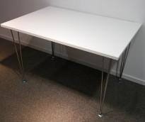 Skrivebord / kantinebord i hvitt med ben i krom, 120x80cm, pent brukt