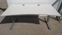 Skrivebord med elektrisk hevsenk i lys grå / grå fra EFG, 160x90cm med mavebue, pent brukt