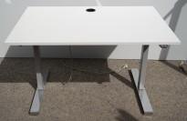 Skrivebord med elektrisk hevsenk i hvitt / grå søyle / krom fot fra Linak, 120x80cm, pent brukt