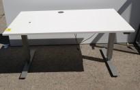 Skrivebord med elektrisk hevsenk i lys grå / grå fra EFG, 140x80cm, pent brukt