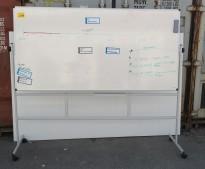 Whiteboard på hjulstativ, 200x120cm whiteboard, 180cm høyde med stativ, pent brukt