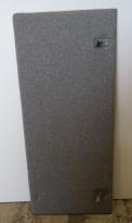 Bordskillevegg / skjermvegg for skrivebord fra EFG, grått stoff, 140x61cm, pent brukt