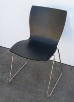 Konferansestol / stablestol i sort eikefiner / satinert stål fra Lammhults, modell Rio, pent brukt
