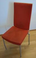 ForaForm Rex konferansestol i rødt mikrofiberstoff med rygg i bjerk, uten armlener, pent brukt
