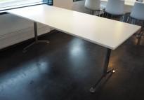 Kompakt møtebord / kantinebord / skrivebord i hvitt / krom fra Lammhults, 180x80cm, passer 6 personer, pent brukt