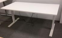 Skrivebord med elektrisk hevsenk fra Holmris i hvitt / hvitlakkert understell, 160x80cm, pent brukt understell med ny bordplate