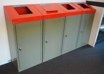 Kildesorteringsstasjon for matavfall, papir, plast og restavfall i grålakkert metall, lokk i rødt, fra Røros produkter, modell Aursunden 60 liter, pent brukt