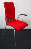 Konferansestol / stablestol i rødt stoff / sort bakside / krom, armlene i sort, RBM Bella, pent brukt