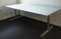Møtebord / stort skrivebord i alu-laminat med glassplate / grått fra Duba B8 med elektrisk hevsenk, 200x100cm, passer 6-8 personer, pent brukt