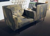 Loungestol / 2-seter sofa i grønnmønstret stoff fra Offecct, modell Varilounge High, bredde 210cm, pent brukt