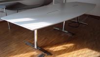 Møtebord fra Svenheim i hvitt / krom , 340x120cm, passer 10-12 personer, pent brukt