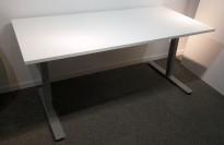 Skrivebord i hvitt / grått fra EFG, 160x80cm, pent brukt understell med ny plate