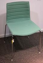 Arper Catifa 46 konferansestol i lyst sjøgrønt stoff / ben i krom, pent brukt