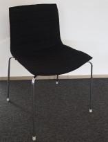 Arper Catifa 46 konferansestol i sort stoff / ben i krom, pent brukt