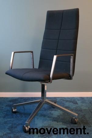 Lekker konferansestol på hjul i mørkt blått remix-stoff / polert aluminium, Lammhults Archal med høy rygg, pent brukt bilde 1