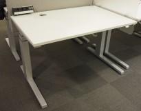 Skrivebord med elektrisk hevsenk i lys grå / grålakkert stål fra Steelcase, 120x80cm, pent brukt
