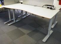 Skrivebord med elektrisk hevsenk fra Horreds, lys grå HPL / grålakkert metall, 180x90cm, pent brukt