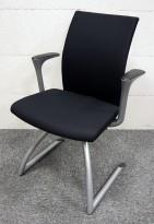Konferansestol / besøksstol: Håg H04 Comm 4470 med armlene, NYTRUKKET i sort stoff / grå ben, pent brukt
