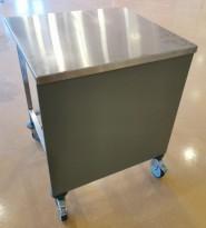 Trillebenk i rustfritt stål, grå frontplate, 74cm bredde, 70cm dybde, 90cm høyde, pent brukt