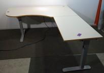 Skrivebord hjørneløsning med elektrisk hevsenk i lys grå med kant i eik fra Linak, 180x200cm, høyreløsning, pent brukt