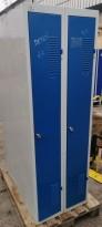 Garderobeskap i grålakkert stål / blå dører, 2 rom / 1 høyde, 60cm b, 180cm h, u/sokkel, pent brukt