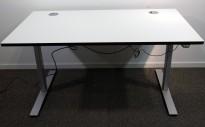 Skrivebord med elektrisk hevsenk i hvitt / grått fra Dencon, 140x80cm, pent brukt