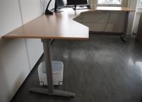 Hjørneløsning elektrisk hevsenk fra Kinnarps i bøk laminat / grått, T-serie, 280x220cm, høyreløsning, pent brukt
