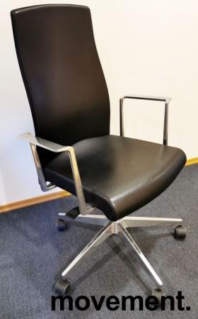 Konferansestol fra Akaba, modell Muga, Design: Jorge Pensi, Sort/Polert aluminium, pent brukt bilde 1
