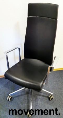 Konferansestol fra Akaba, modell Muga, Design: Jorge Pensi, Sort/Polert aluminium, høy rygg, pent brukt bilde 1