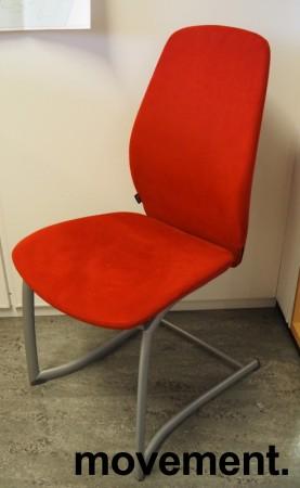 Møteromsstol/besøksstol fra Kinnarps, mod Plus 376 i rødt mikrofiberstoff, pent brukt bilde 1