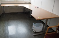 Hjørneløsning elektrisk hevsenk fra Kinnarps i bøk laminat / grått, Oberon, 280x220cm, venstreløsning, pent brukt