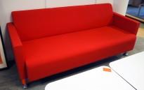 3-seter loungesofa i rødt stoff / krom fra Materia, Modell: Multi, design: Sandin & Bülow, pent brukt