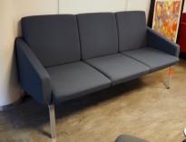 Loungesofa 3seter i blågrått stoff fra EFG, Desmond-serie, 170cm bredde, pent brukt