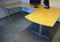 Kinnarps elektrisk hevsenk hjørneløsning skrivebord i bjerk, U-løsning, 280x170cm, T-serie, pent brukt