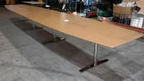 Stort møtebord fra Svenheim i eik finer / krom, 600x120cm for 20-22 personer, pent brukt