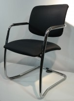 Konferansestol i sort / krom, kan stables, pent brukt