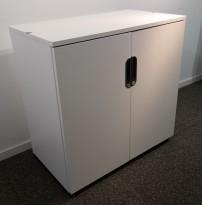 Skap i hvitt fra IKEA, modell Galant, 2 permhøy,der, bredde 80cm, høyde 80cm, pent brukt