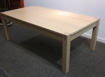 Loungebord / sofabord i eik, 135x75cm, høyde 50cm, pent brukt